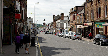 Castle Douglas High Street in Dumfries and Galloway, Scotland. Wikimedia Commons:MSDMSD