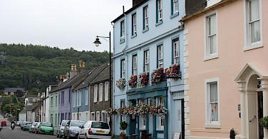 Scottish hospitality in Kirkcudbright in Scotland. Photo via Wikimedia Commons:LeCardinal