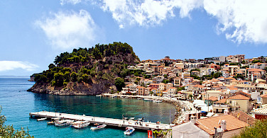 Resort town of Parga along the Ionian coast. Photo via Wikimedia Commons:Γιάννης Χουβαρδάς