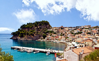 Resort town of Parga along the Ionian coast. CC:Γιάννης Χουβαρδάς