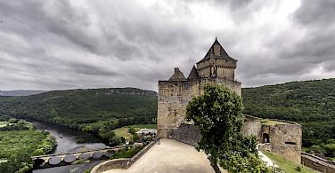 Castelnaud la Chapelle along the Dordogne River. Photo via Flickr:@lain G