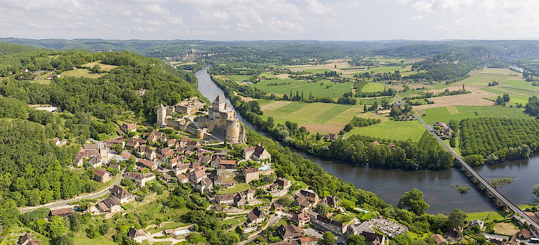 Castelnaud-la-Chapelle in Dordogne, France. Photo via Wikimedia Commons:Chensiyuan