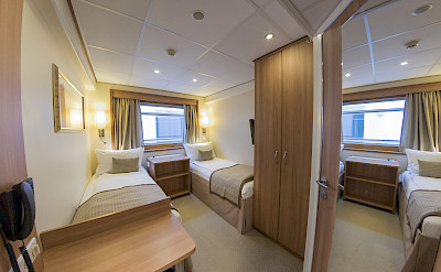 Twin cabin on De Amsterdam | Bike & Boat Tours