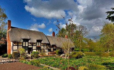 Cottage of Anne Hathaway (Shakespeare's wife) in Stratford-upon-Avon, England. Flickr:Random_fotos