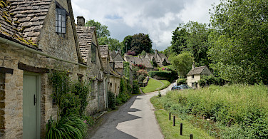 Example of cottages in the Cotswolds, England. Photo via Wikimedia Commons:Diliff