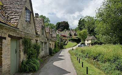 Example of cottages in the Cotswolds, England. CC:Diliff