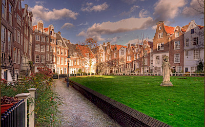 Courtyard in Amsterdam, North Holland, the Netherlands. Flickr:bert kaufmann