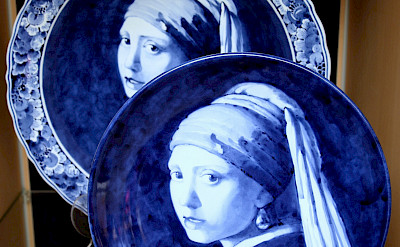 Delft Blue for sale of Vermeer <i>Girl with a Pearl Earring</i> in the Netherlands. Flickr:bert knottenbeld