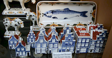 Delft blue for sale in Delft, South Holland, the Netherlands. Photo via Flickr:bert knottenbeld