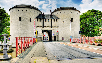 Entrance Gate to Bruges, Belgium. Flickr:Wolfgang Staudt
