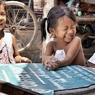 Oh, the laughter of children... Phnom Penh, Cambodia. Photo via Flickr:IND Strupler