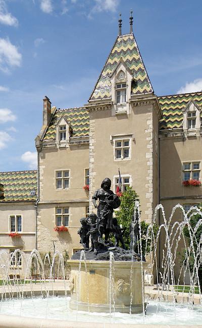 Hotel de Ville in Meursault, France. Creative Commons:Torsade de Pointes