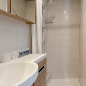 Bathroom superior double cabin shower - De Nassau | Bike & Boat Tours