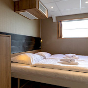 De Nassau superior twin cabin lower deck front | Bike & Boat Tours