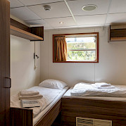 De Nassau twin cabin lower deck front | Bike & Boat Tours