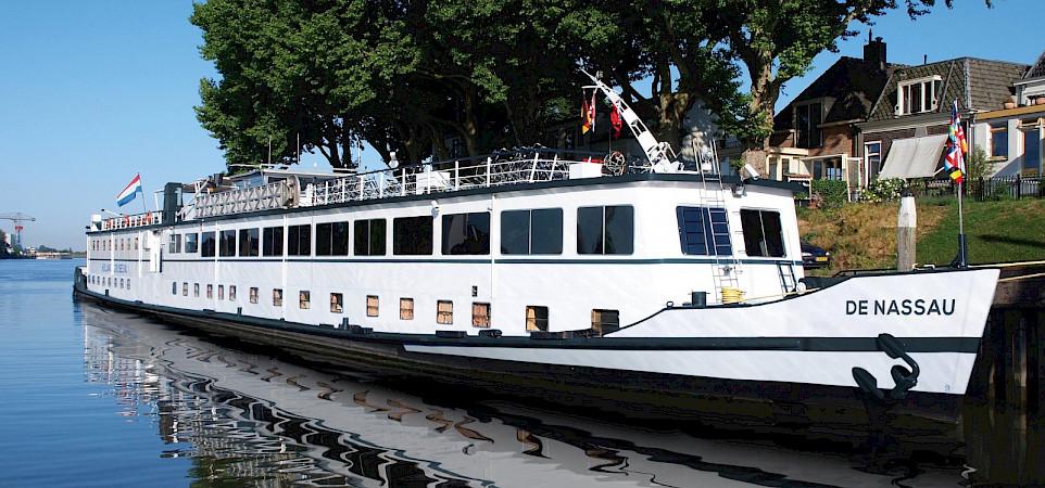 De Nassau Barge | Bike & Boat Tours