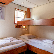 De Nassau twin cabin lower deck 3rd bed down | Bike & Boat Tours