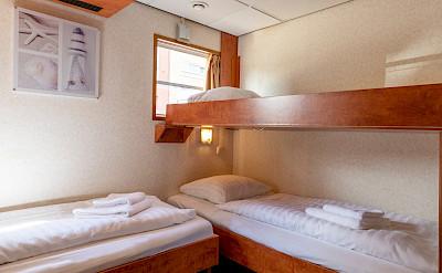 De Nassau twin cabin lower deck 3rd bed down | Bike & Boat Tours