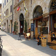 Street shopping in Tuscany, Italy. Photo via TO