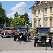Car show at Ludwigsburg Palace, aka the <i>Versailles of Swabia</i> due to its grandioseness. Ludwigsburg, Germany. Flickr:Jorbasa Forografie