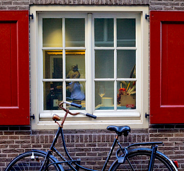 Glimpsing Vermeer through the window in Amsterdam, the Netherlands. Flickr:Francesca Cappa