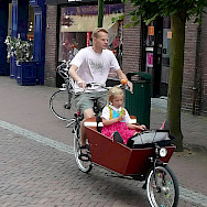 Family bike ride in Hoorn, North Holland, the Netherlands. Flickr:bert knottenbeld