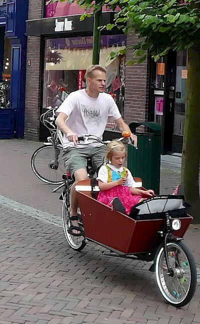 Family bike ride in Hoorn, North Holland, the Netherlands. Flickr:bert knottenbeld