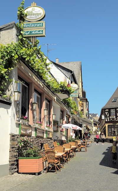 Cafe in Rüdesheim, Germany. Flickr:faunggs photos