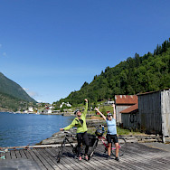 Girls enjoying their Norwegian tour in Framfjorden. Photo via TO.