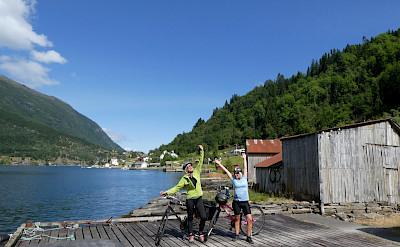 Girls enjoying their Norwegian tour in Framfjorden. Photo via TO.