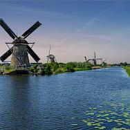 Bike paths run through polderlands in South Holland. Photo via Flickr:Norbert Reimer