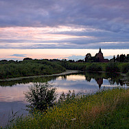 Due to Holland's flatness, the sky is always a huge, wondrous marvel. Sunset in Gelderland. Wikimedia Commons:bert kaufmann