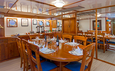 Beluga - dining room | Bike & Boat Tours