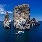 Kicker Rock | Beluga | Bike & Boat Tours