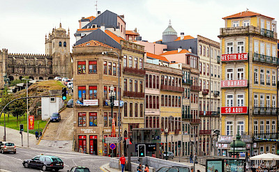Daily life in Porto, Portugal. Wikimedia Commons:Lacobrigo