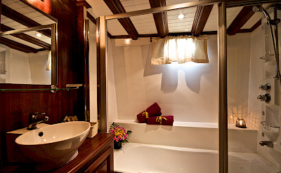Bathroom - Silver Star II - Bike & Boat Tours