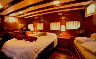 Triple cabin - Silver Star II - Bike & Boat Tours