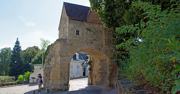 Old gate in Nevers, region Bourgogne-Franche-Comte, France. Flickr:Daniel Jolivet