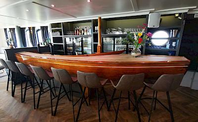 Bar | Magnifique IV | Bike & Boat Tours