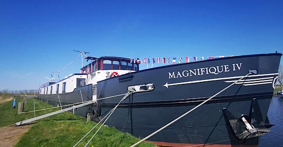 Magnifique IV | Bike & Boat Tours