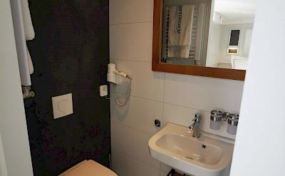 Bathroom | Magnifique IV | Bike & Boat Tours