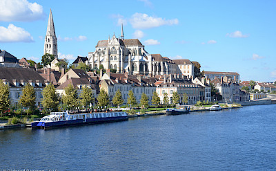 Auxerre on the Yonne River, Burgundy, France. Flickr:Richard Pearson