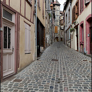 Quiet street in Joigny, France. Flickr:GKSens-Yonne