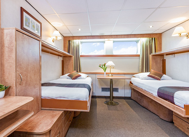 Main Deck - Standard Twin Cabin | Fortuna Boat | Bike & Boat Tours