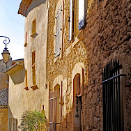 Great architecture among the streets of southern France. Photo via TO