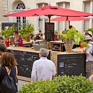Wine tasting by the Rhône River, France. Flickr:VinsRhone