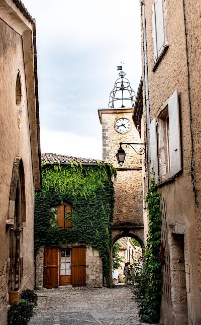 Courtyard in Lurs in Alpes-de-Haute-Provence department, France. Photo via TO