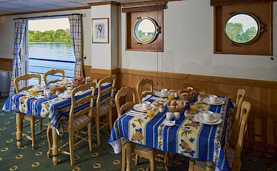Breakfast aboard the Provence