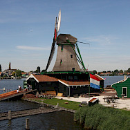Working windmill at the Zaanse Schans, Zaandam, the Netherlands. Flickr:Peter Visser