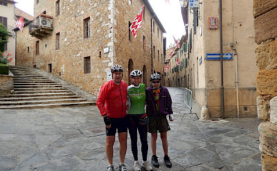 Group photo of the Venice to Florence Bike Tour.